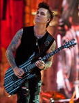 artist synyster gates.567797d1ce7b92673a02c66a9be9caf73