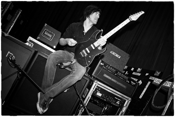 pete thorn bw border 600